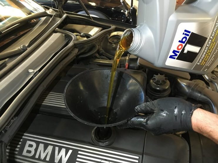Filling car with oil